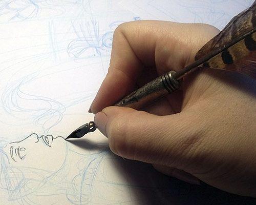 Yo entintando con una plumilla para caligrafía, porque si quieres, puedes.